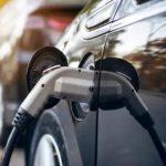 Cargar el coche eléctrico con energía solar en España es 12 veces más barato que utilizar gasolina